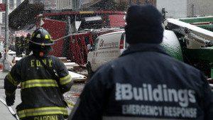 UN MUERTO Y TRES HERIDOS AL CAER GRÚA EN NUEVA YORK
