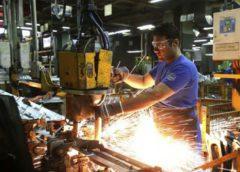 Pymes industriales se comprometen a no despedir personal