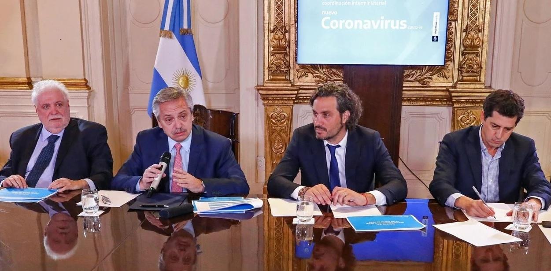 El presidente Alberto Fernández, durante una reunión con su Gabinete en medio de la crisis por el coronavirus.